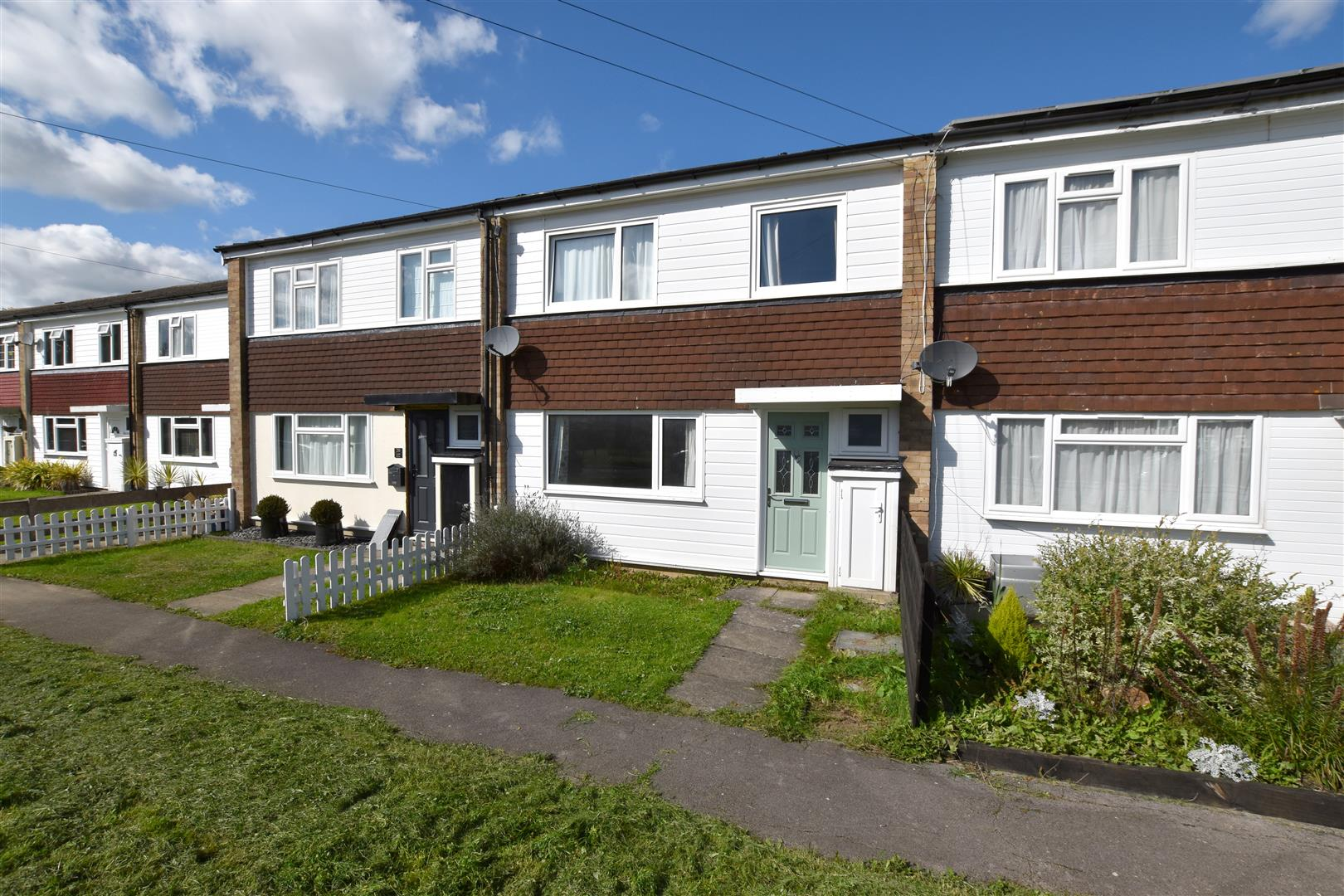 3 Bedrooms Terraced House for sale in Castle Drive, Reigate